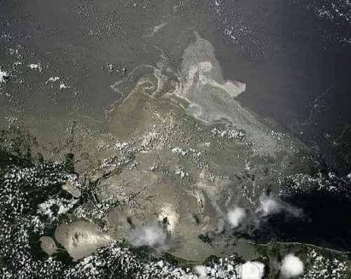 нефтяное потня в море