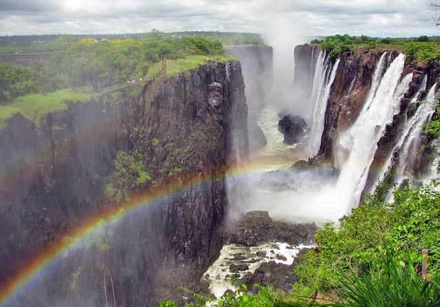 фото-Водопад-Виктория,-на-границе-Замбии-и-Зимбабве