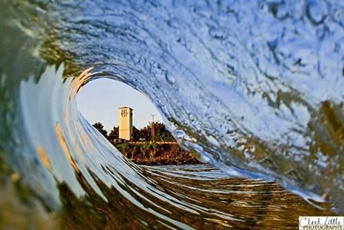 d_building_through_wave