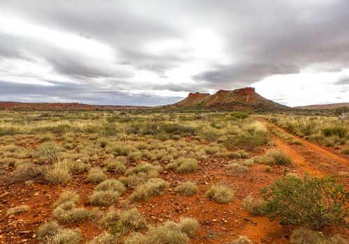 австралия, песчаная пустыня, небо, облака, растения, песок, гора