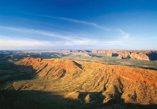 большая песчаная пустыня, Австралия, вид с воздуха, с высоты птичьего полета, рельеф, горы, голубое небо