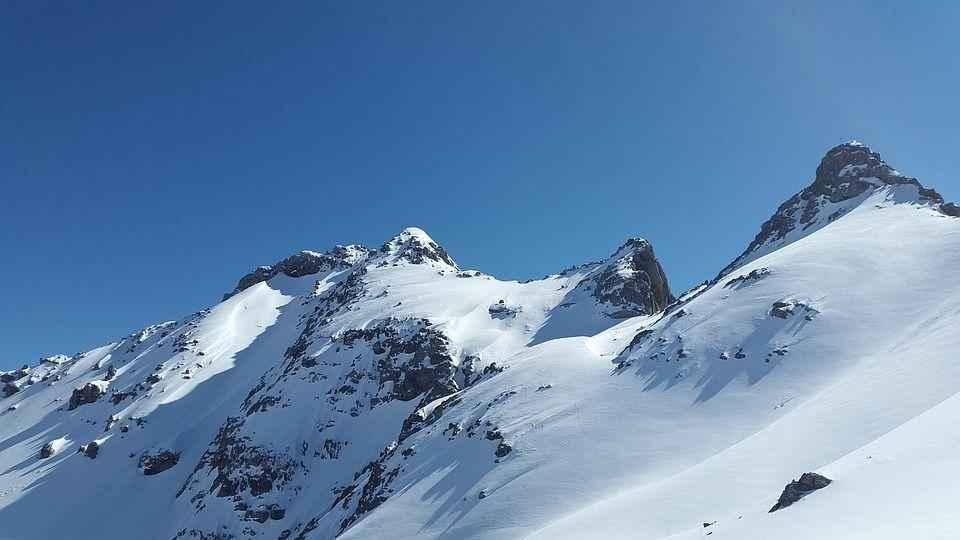 гора покрытая снегом