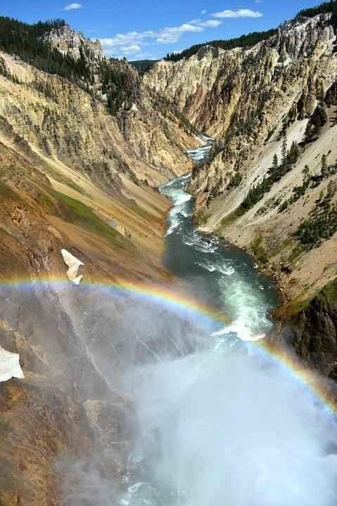 радуга над горным водопадом