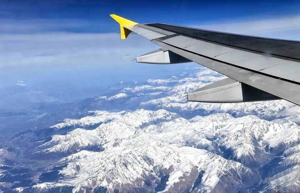 снежные горы вид с самалета