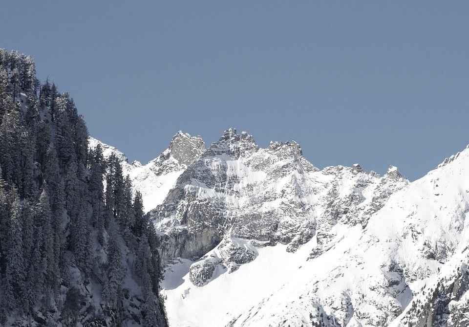 заснеженая гора