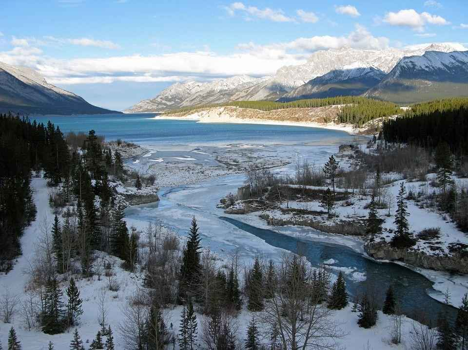 замерзшая дельта реки