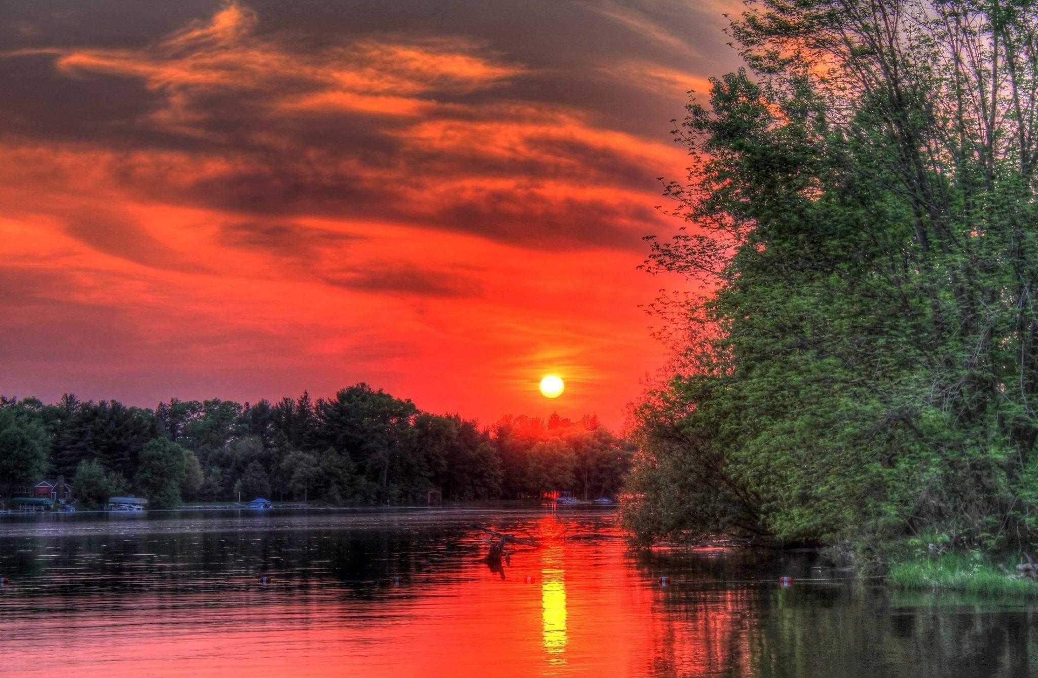 закат, заход солнца, конец дня, отражение, вода, озера, деревья, оранжевый свет
