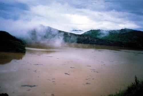 Самые опасные для жизни людей озера в мире 4