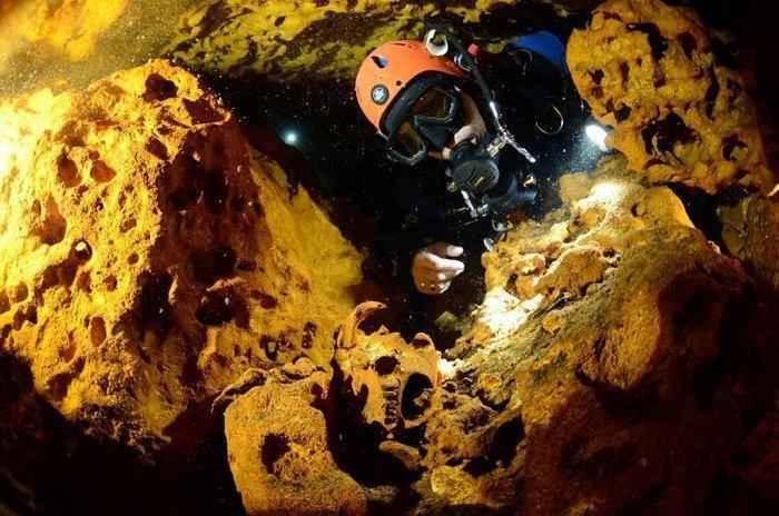 Дайверы нашли самую большую в мире подводную пещеру, которая полна секретов майя 3