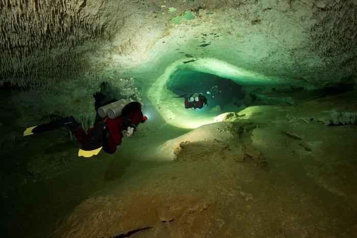 Дайверы нашли самую большую в мире подводную пещеру, которая полна секретов майя 4