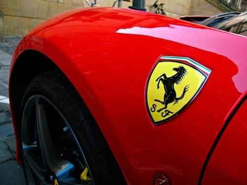 Какое животное изображено на логотипе автомобилей Феррари? 2