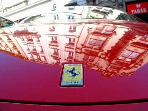 Какое животное изображено на логотипе автомобилей Феррари? 3