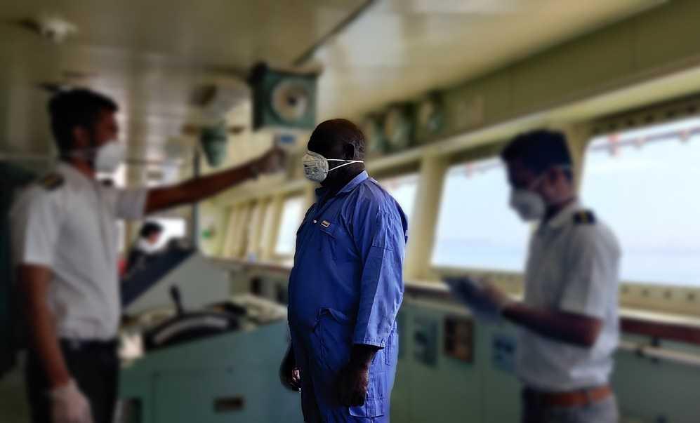 моряки, судно, защитные маски, вирус
